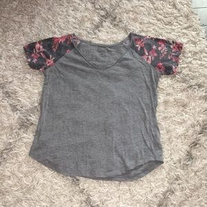 Aeropastle v neck shirt with floral sleeves